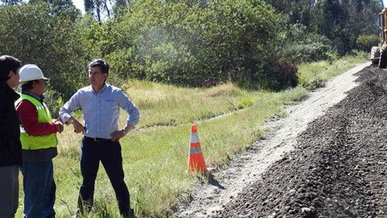 Inspeccionan en terreno estado de caminos rurales